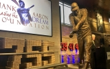 Sculptor of Hank Aaron statue grateful to 'capture one of my heroes in life'